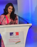 aishwarya-rai-at-french-embassy-12