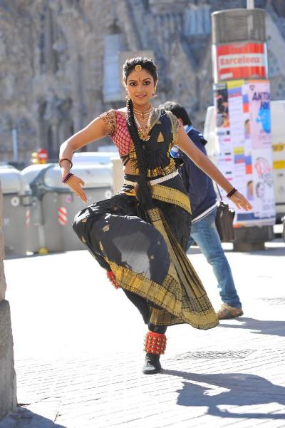 amala-paul-dancing-photos-iddarammayilatho-movie-15