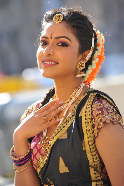 amala-paul-dancing-photos-iddarammayilatho-movie-21