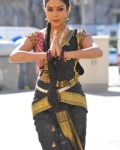 amala-paul-dancing-photos-iddarammayilatho-movie-10