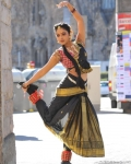 amala-paul-dancing-photos-iddarammayilatho-movie-12