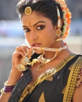 amala-paul-dancing-photos-iddarammayilatho-movie-18