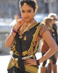 amala-paul-dancing-photos-iddarammayilatho-movie-2
