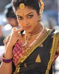 amala-paul-dancing-photos-iddarammayilatho-movie-24