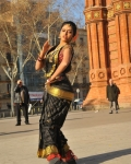 amala-paul-dancing-photos-iddarammayilatho-movie-26