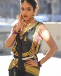 amala-paul-dancing-photos-iddarammayilatho-movie-3
