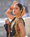 amala-paul-dancing-photos-iddarammayilatho-movie-4