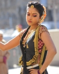 amala-paul-dancing-photos-iddarammayilatho-movie-5