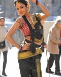 amala-paul-dancing-photos-iddarammayilatho-movie-8