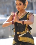 amala-paul-dancing-photos-iddarammayilatho-movie-9