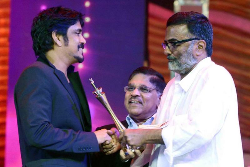cine-maa-awards-2013-function-photos-25