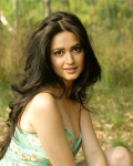 kriti-kharbanda-latest-hot-photo-shoot-13