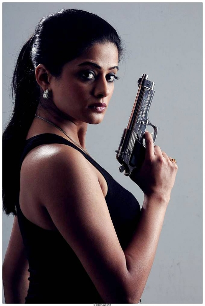 priyamani-chandi-movie-gallery-1