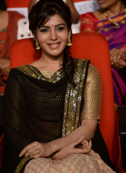 samantha-stills-at-atharintiki-daredi-audio-11