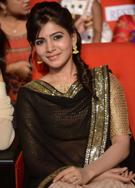 samantha-stills-at-atharintiki-daredi-audio-14