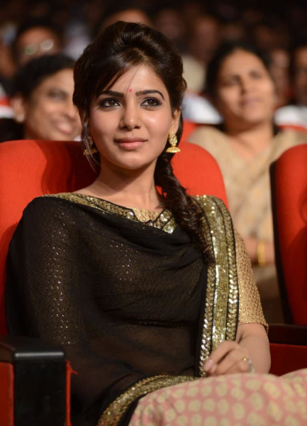 samantha-stills-at-atharintiki-daredi-audio-19