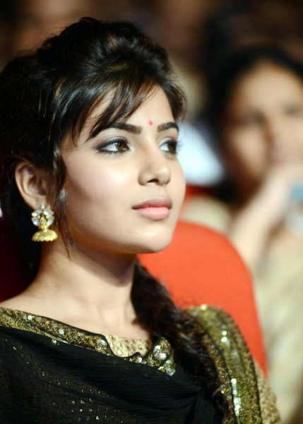 samantha-stills-at-atharintiki-daredi-audio-25