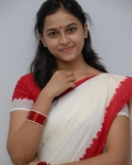 sri-divya-in-saree-photos-10