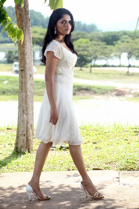 sunaina-hot-photos-12
