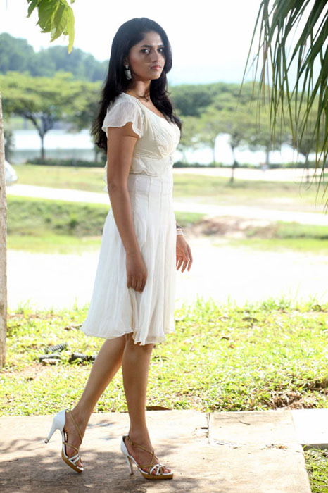 sunaina-hot-photos-2