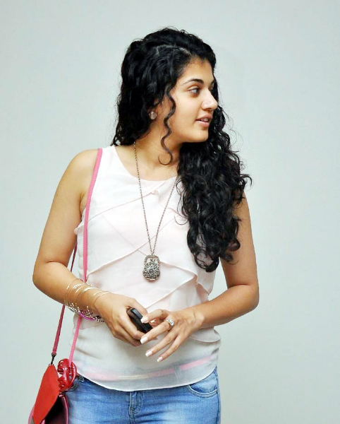 tapsee-photos-in-jeans-13
