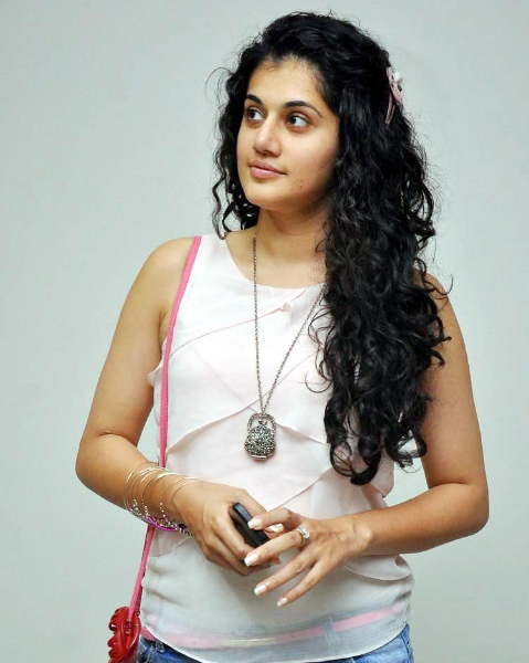 tapsee-photos-in-jeans-15