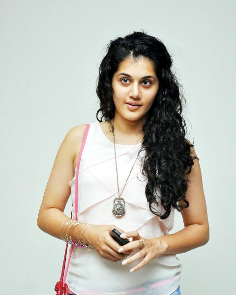 tapsee-photos-in-jeans-16