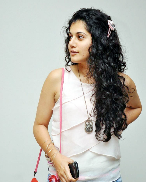 tapsee-photos-in-jeans-18