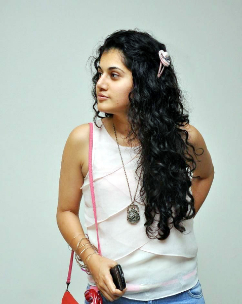 tapsee-photos-in-jeans-19