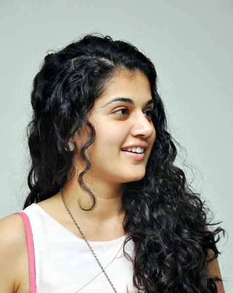 tapsee-photos-in-jeans-21