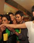 veena-malik-attempt-100-kisses-record-photos-13